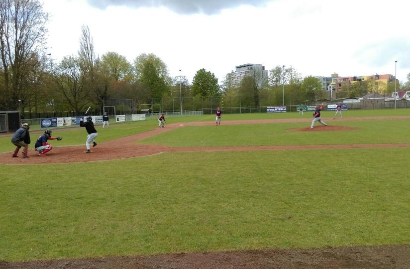 Honkbal Heren 2 wint van Thamen